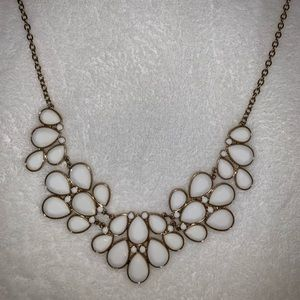 Never worn beautiful necklace!